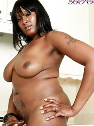 Smoking hot ebony tranny