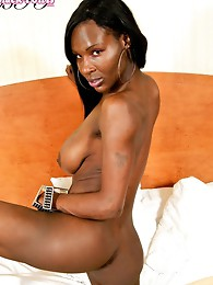 Smoking hot ebony babe