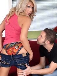 Amazing tgirl Gianna having naughty sex