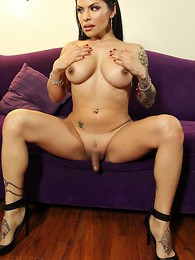 Foxxy and Her Big Dildo