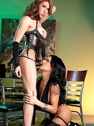 Hot & sexy Foxxy having fun with Victoria di Prada