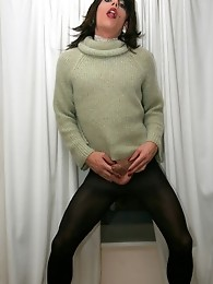 TV slut Zoe wearing tights and playing with big cock